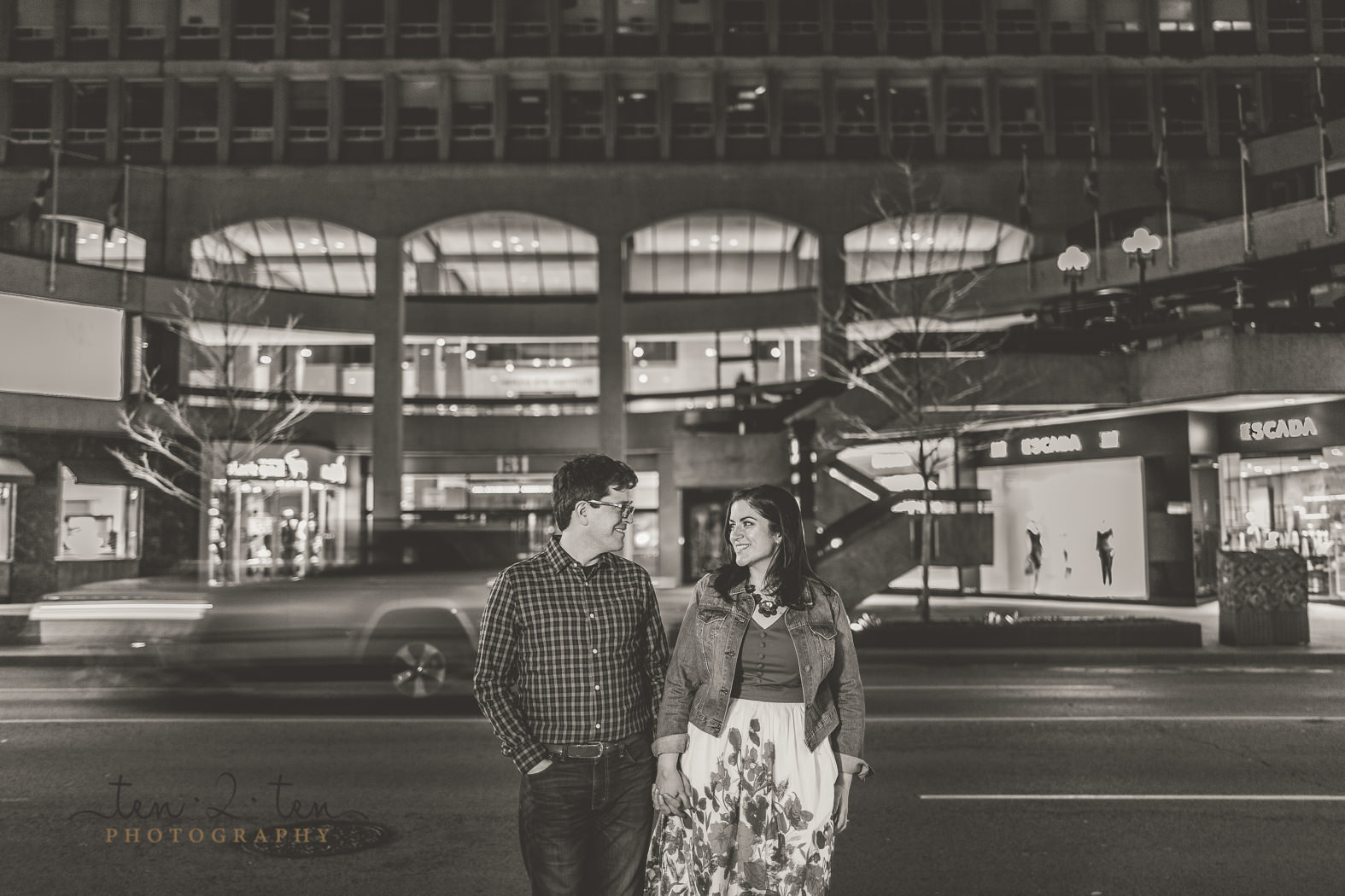 yorkville engagement photos, yorkville engagement shoot, engagement photos yorkville, night photos yorkville, night time engagement photos toronto