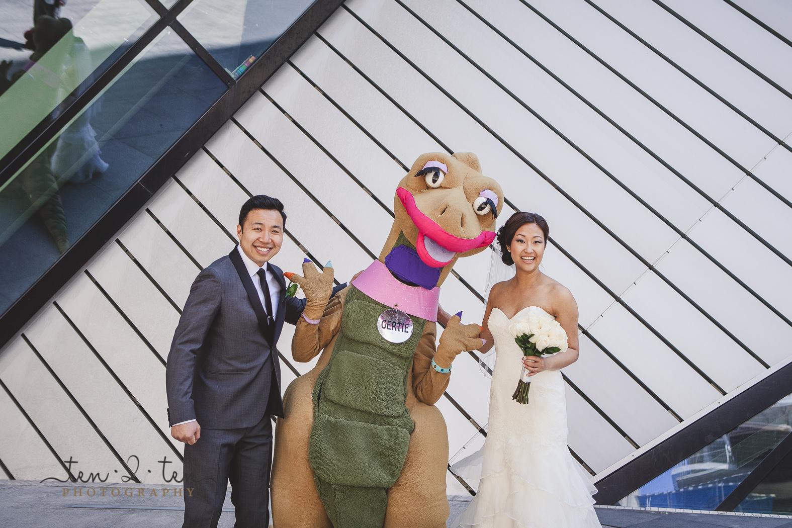 hotel ocho wedding, hotel ocho wedding photos, hotel ocho wedding photography, downtown toronto wedding photos, ROM wedding photos