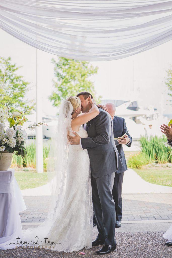 gairloch gardens wedding photos, gairloch gardens wedding photography, harbour banquet and conference centre wedding, toronto yacht club wedding, oakville wedding photographer