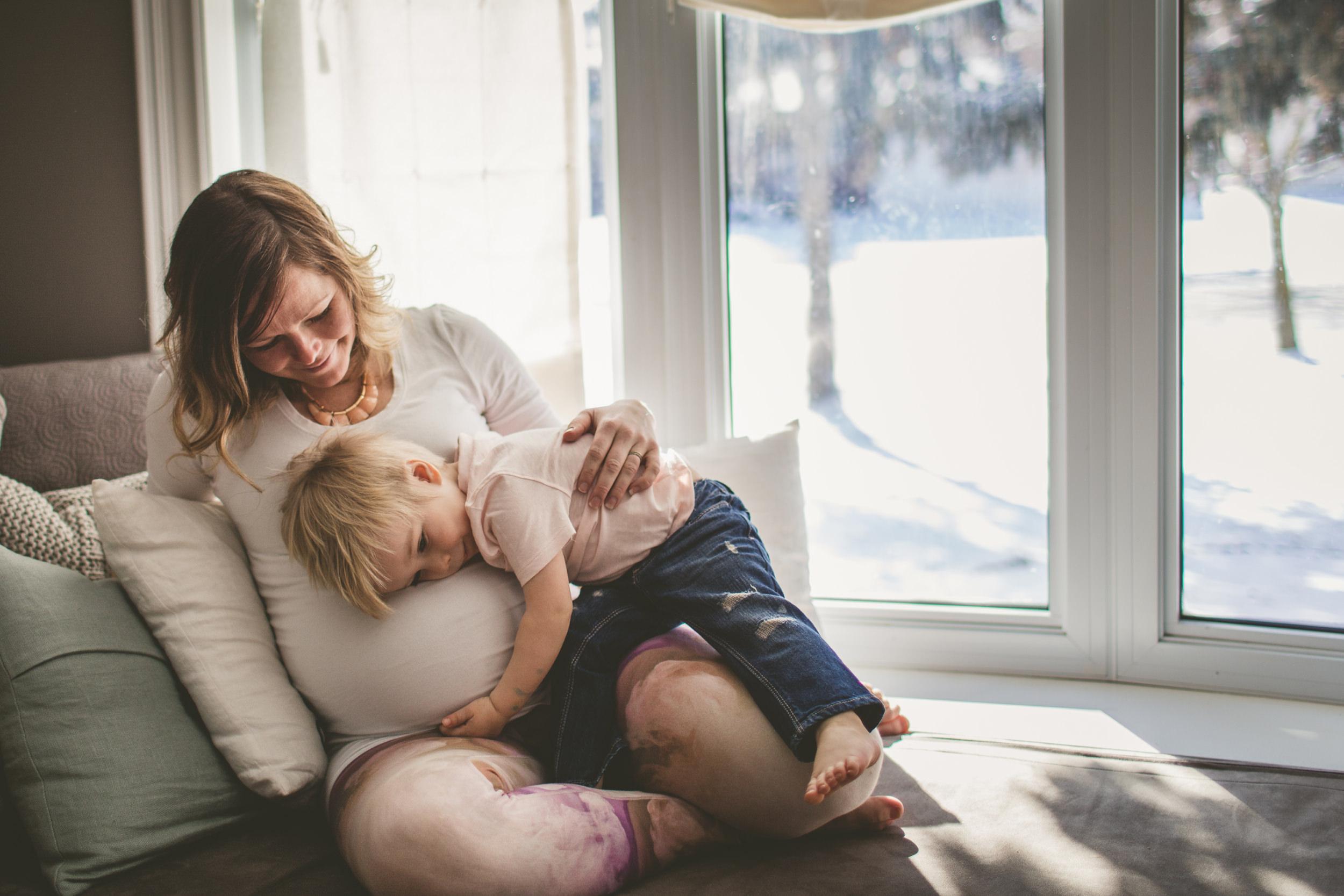 toronto lifestyle photographer, toronto newborn lifestyle photographer, toronto maternity lifestyle photography, toronto maternity photographers