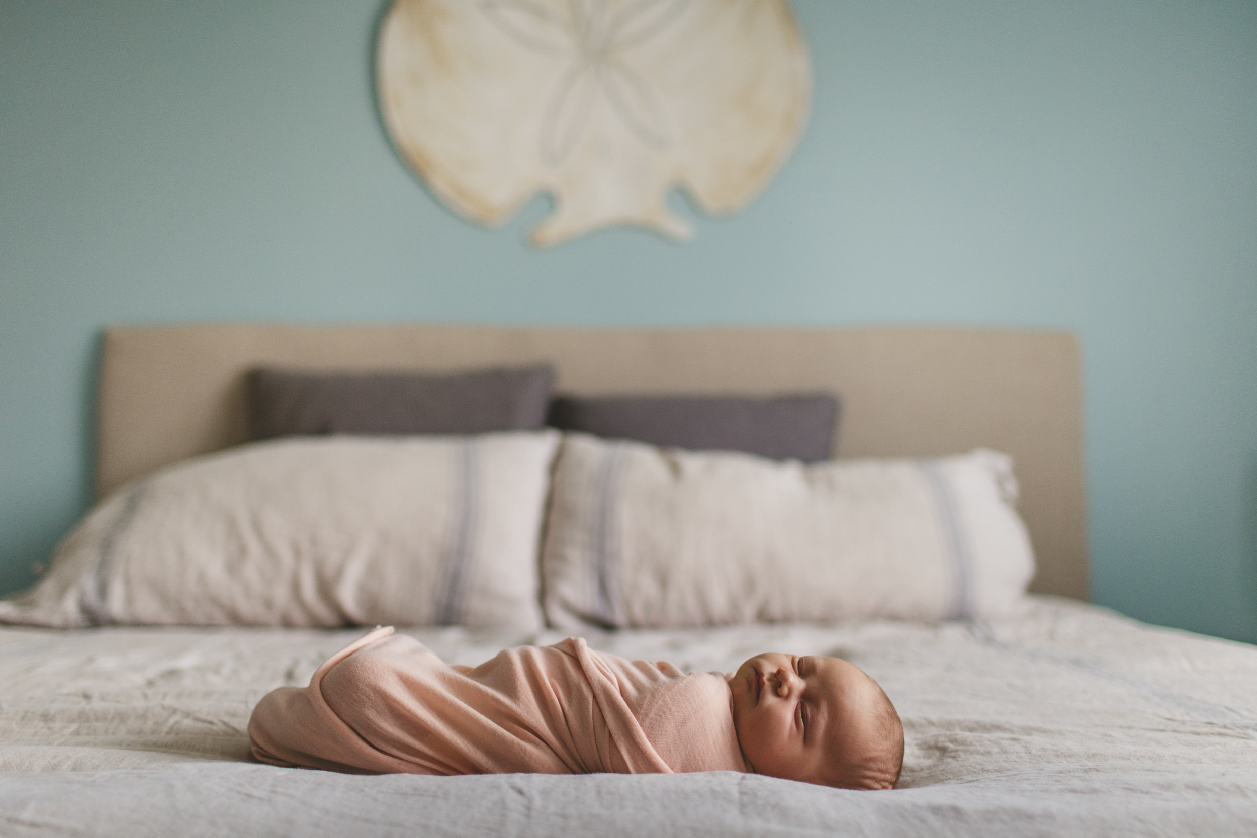 toronto lifestyle photographer ten2tenphotography 1 5 - Toronto Newborn Photographer: Baby Isla
